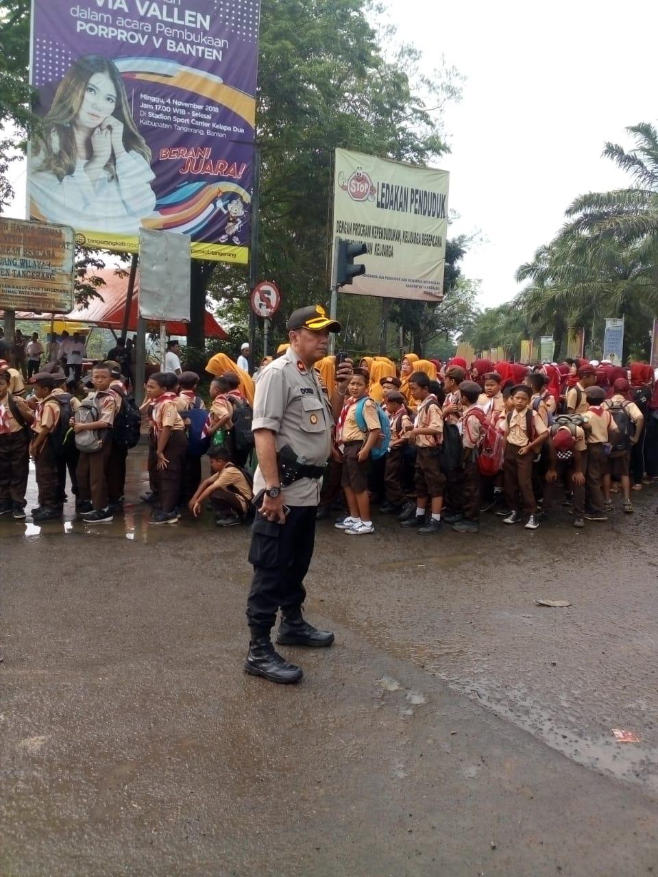 Foto : Kompol. Dodid Prastowo Tengah Mengatur Lalulintas
